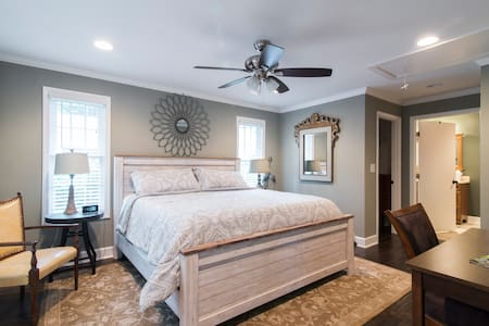 guest house SouthPark 1 mile from Quail Hollow PGA