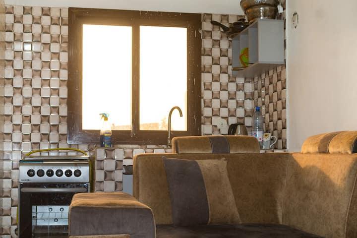 Appartement chambre salon équipé d'une cuisine
