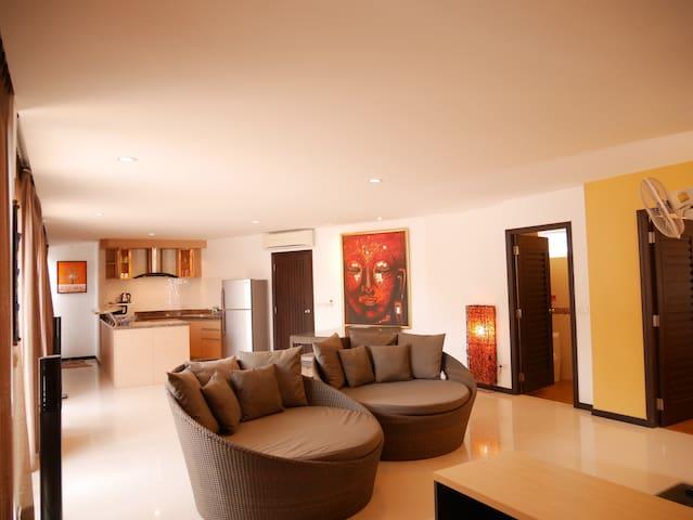 1-Bedroom Penthouse C32/2 Kitchen & Terrace