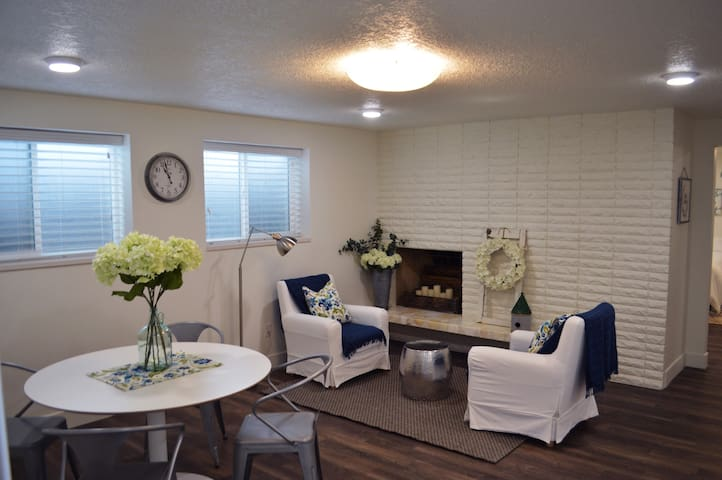 Beautiful, bright and cozy Millcreek apartment.