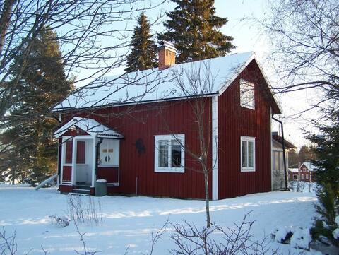 Lantligt semesterhus nära Orbaden och Järvsö
