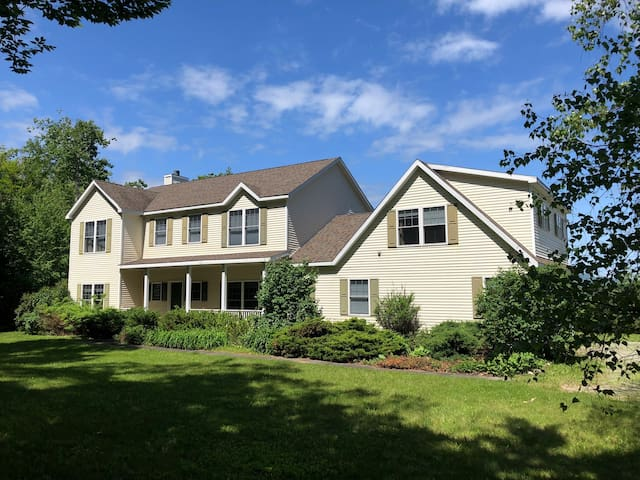 Beautiful & Private Manchester home!