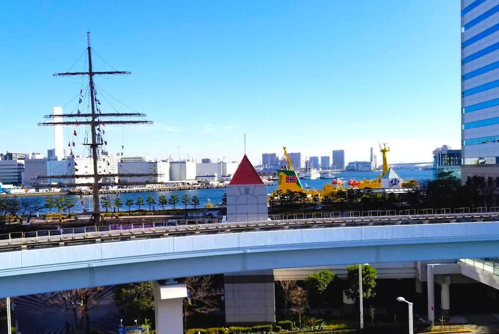 The view from the windows. Tokyo Bay & Takeshiba Wharf Park.