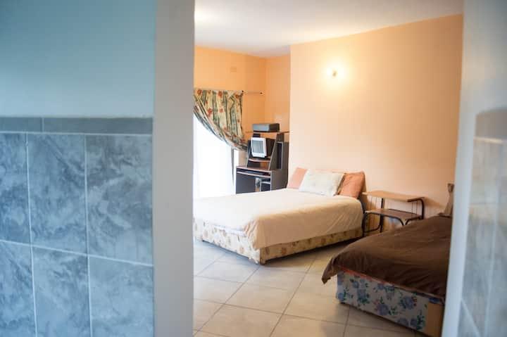 Naniso Manor - Upstairs Bedroom One