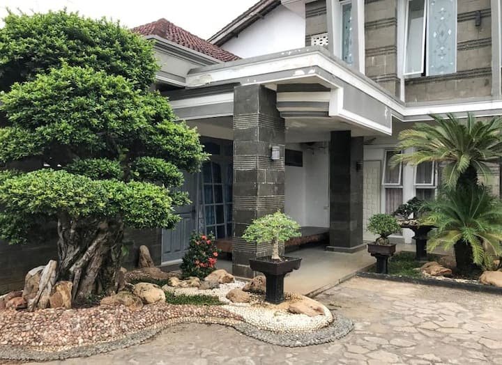 Kost Exclusive: 3 Angela Guest House