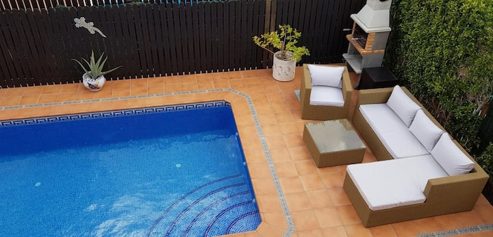 Superb detached villa with private salt water pool