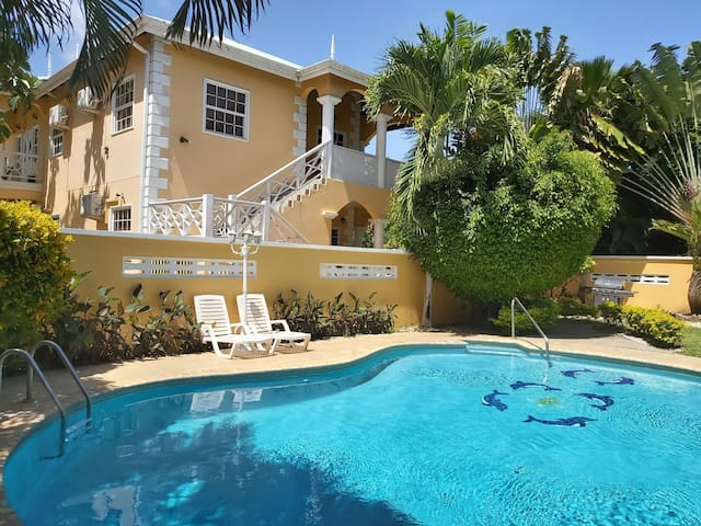 Poolside Apartments, 2 Bedroom Balcony & Pool View