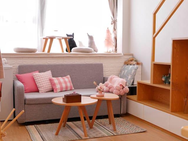沙发床可拖拉出来变沙发床哟.
