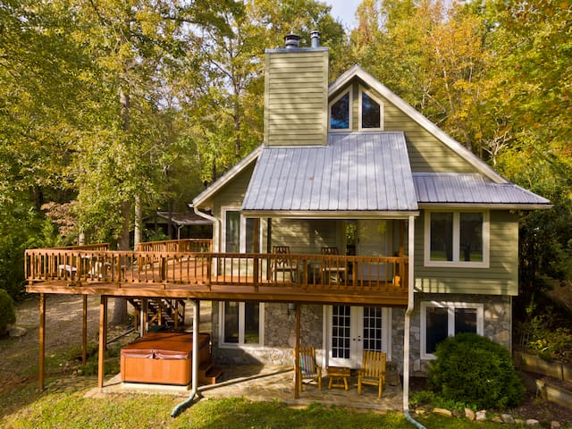 Beautiful 5 bedroom 12 acre mountain retreat with creek, hot tub, and more