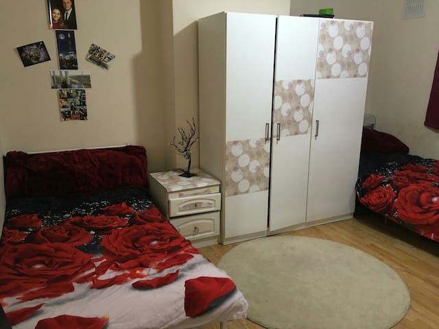 MASSIVE DOUBLE ROOM WITH PRIVATE BATHROOM