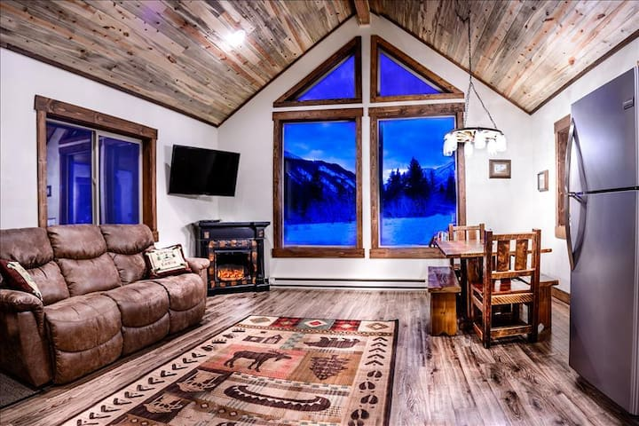 ***Elegant Mountain Cabin Getaway*** Private Land Hunting! - Big Timber