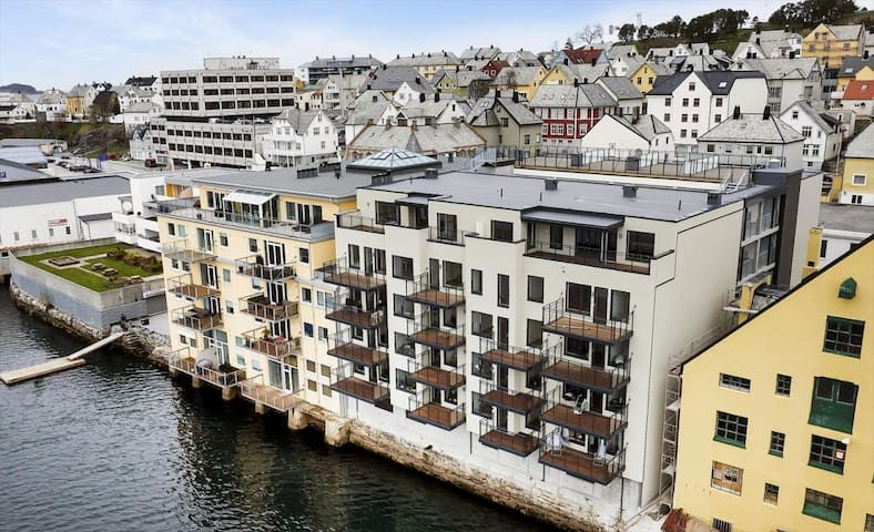 Brand new (2016) and luxurious apartment downtown - Alesund - Apartment