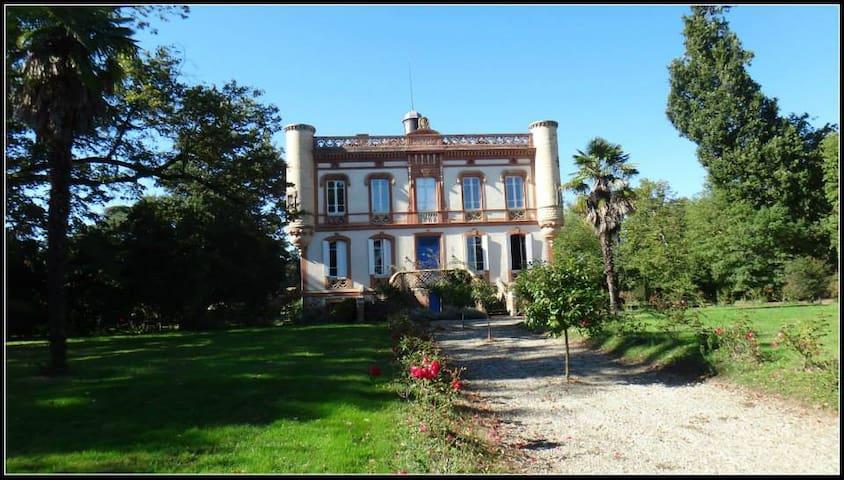 chateau lagaillarde - Thil - Hrad