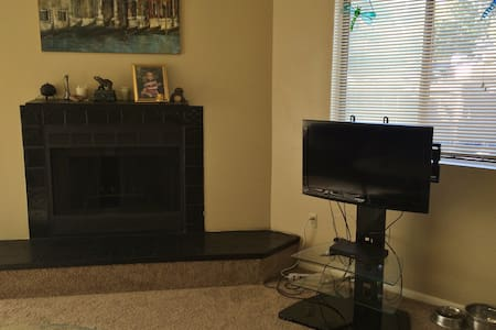 Bright and Sunny Room w/shared bath - Westminster