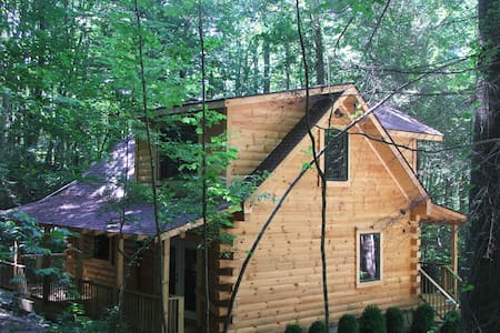 AMAZING & COZY LOG CABIN IN WOODS - Robbinsville