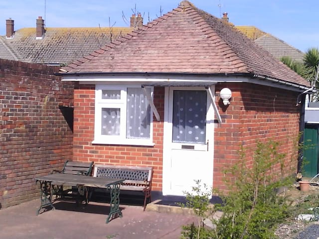 Private double bed studio with en suite - Worthing - Chalet