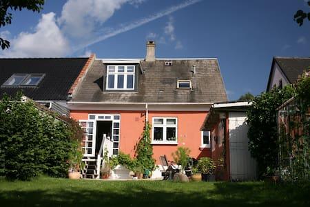 Lys, luft, ro og dejlig have. - Odense - House