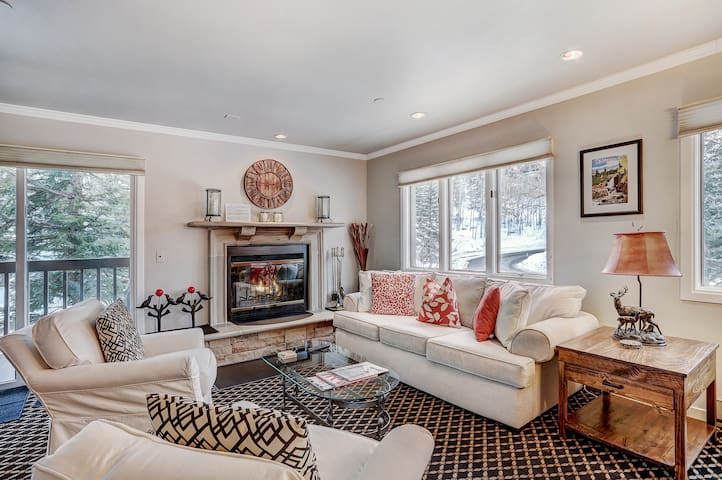 *NO GUEST SERVICE FEE* Ski-in, Ski-out- 1 Br/2Ba Townsend Place