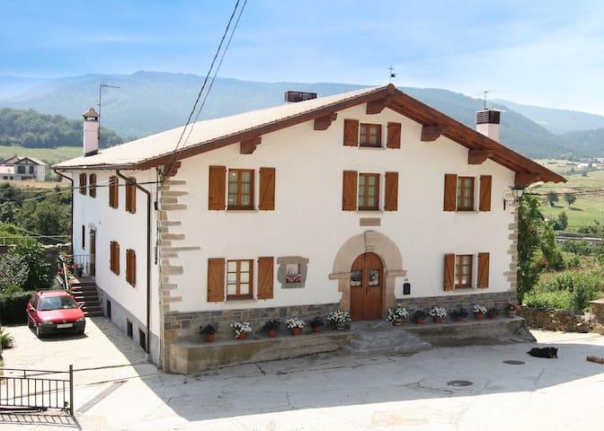 Casa Rural ZABALEA - Erro - Huis