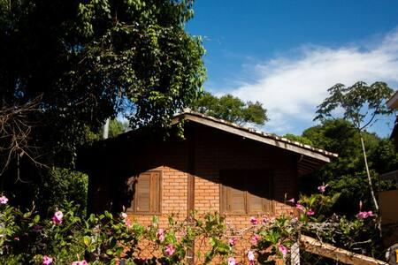 Casa, estilo Loft em meio a Natureza perto de Sp