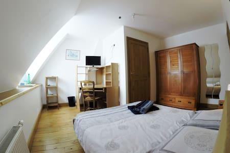 Chambre calme, salle de bain privée - Haus