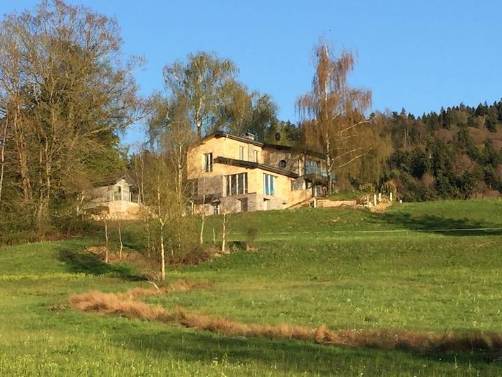 Schönes Retreat mit Sauna, Teich, Berg-/Seeblick