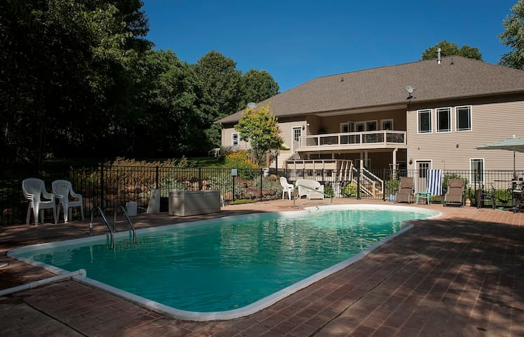 4800 Sq Feet on 3 Acres Heated Pool - Alto