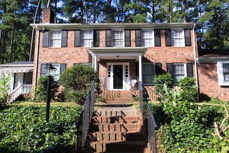 Large,lovely southern colonial home - Raleigh - Casa