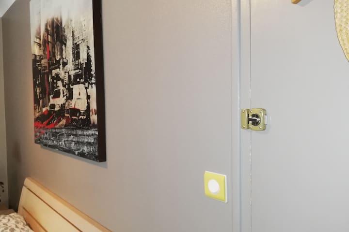 verrou de sécurité dans la chambre intimité respectée...