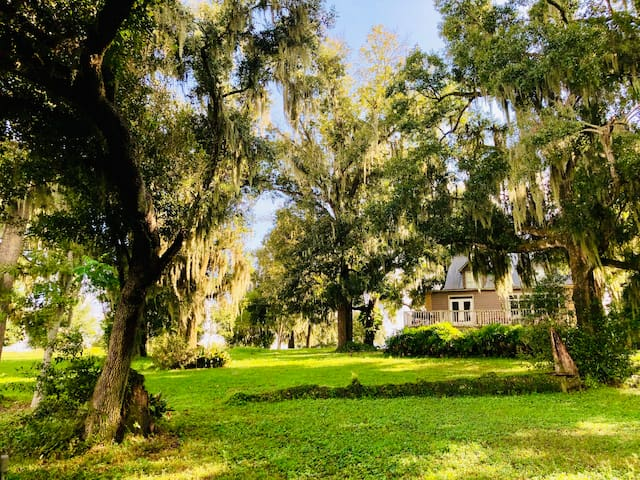 Lake Cottage at Crews Lake Farm~ 40mi. from Disney