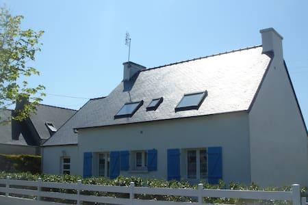 Kermines, Les Amiets, CLEDER, 29233 - Кледе - Дом