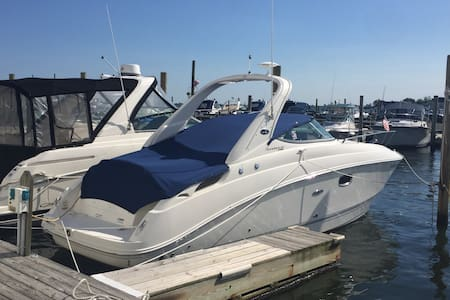 New 30' 280 Searay cabin cruiser - Merrick
