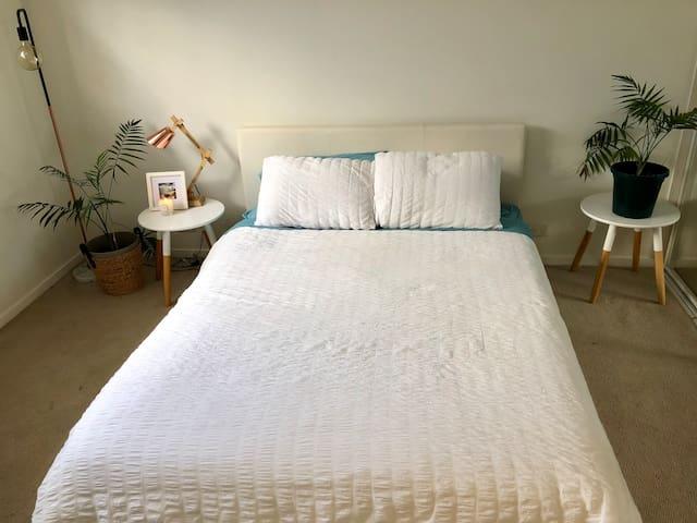 Large bedroom & ensuite