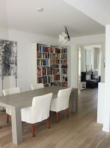 "Beautiful apartment in ""De Pijp"""
