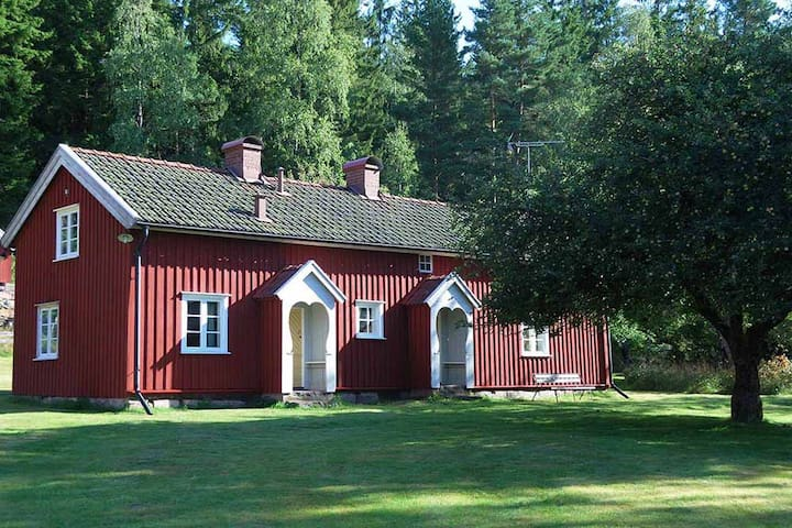 Scenic house in Tämta at lake Säven
