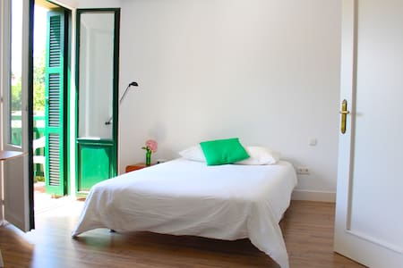 Beautiful big room in centric villa - Donostia - Bed & Breakfast