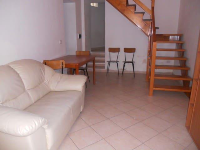 Graziosa casa indipendente ristrutturata - Villacidro