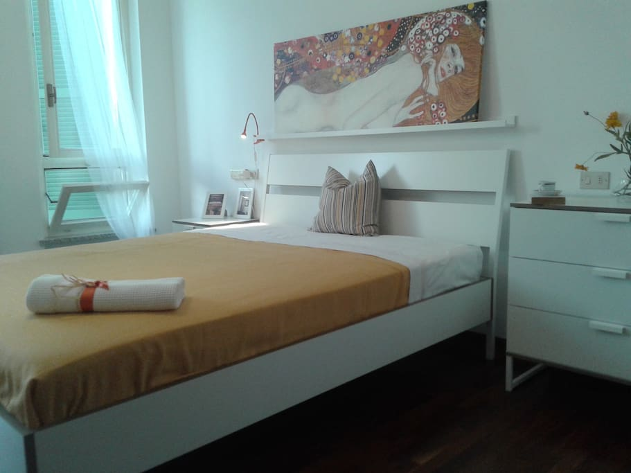 Double bed sea place