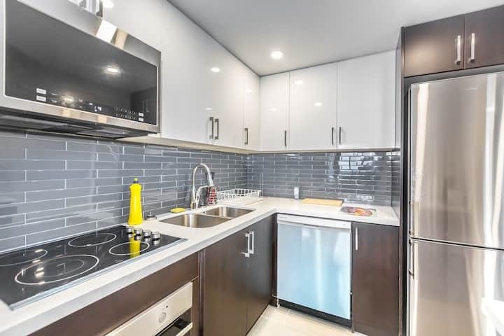 Luxury one bedroom apartment in downtown Toronto