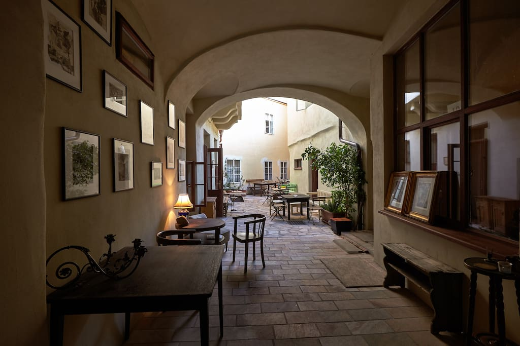 The café in the courtyard