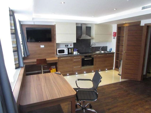2 bedroom apartment/studio flat in Watford - Watford - Квартира