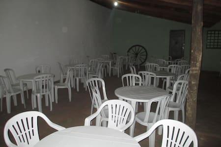Chácara com Piscina - Araraquara - Mökki