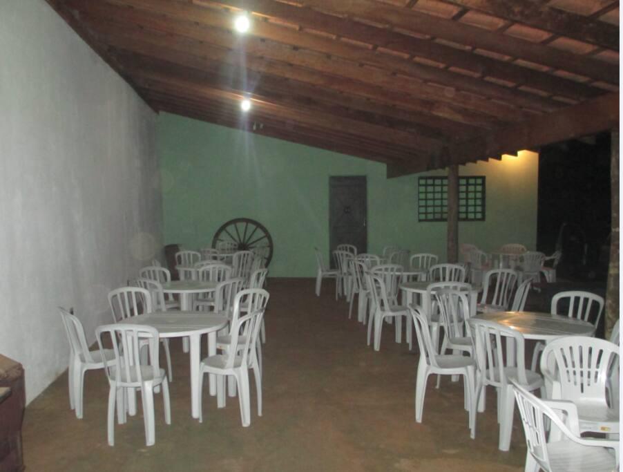 Salão de festas (já inclusas mesas e cadeiras para 50 pessoas)