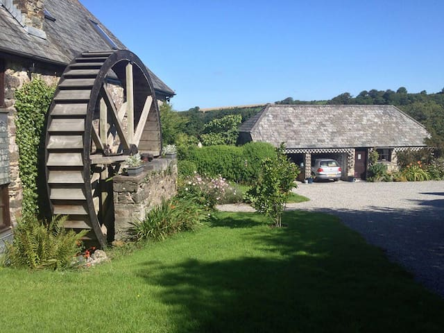 Miller's Rest Cosy Barn Conversion - Quither, Tavistock,  - Huis