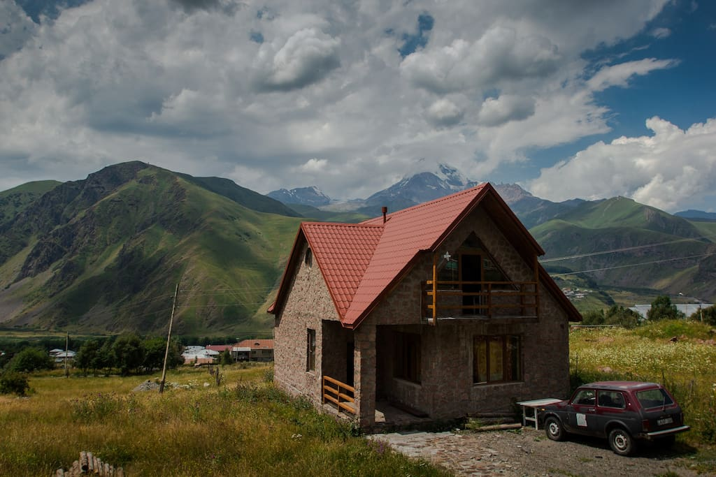 Kazbegi mountain house houses for rent in stepantsminda for Montain house