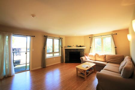 Two Bedrooms Condo in Redmond