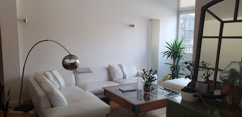 Private ensuite bedroom in luxurious 2 beds flat