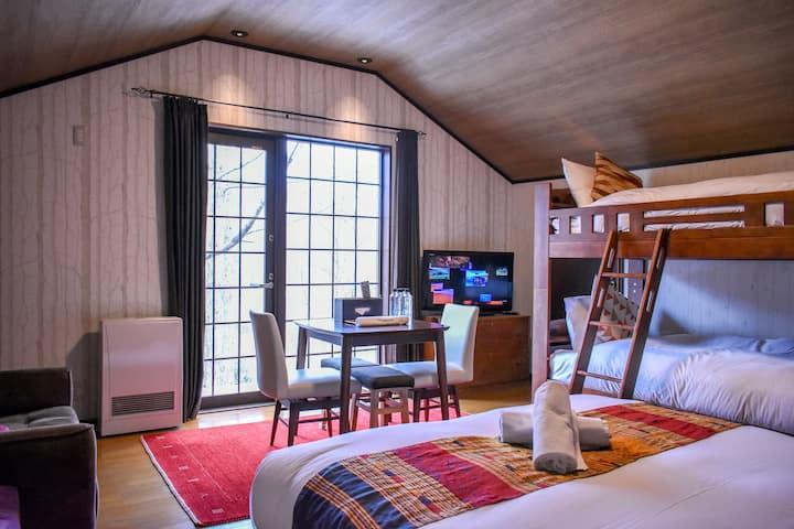Penke Panke Lodge - Loft family room with verandah