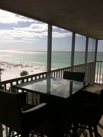 Beach & Pool Open! Beachfront Penthouse. Chairs!