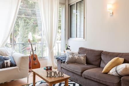 Stylish and Cozy! Heart of TLV! - Tel Aviv-Yafo - Lägenhet